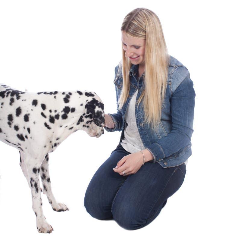 Kvinna med den dalmatian hunden royaltyfria bilder