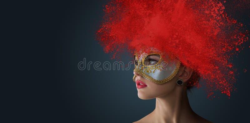 Kvinna med den exploderande pulverfrisyren royaltyfria bilder