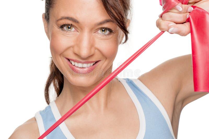 Kvinna med det röda rubber bandet arkivbild