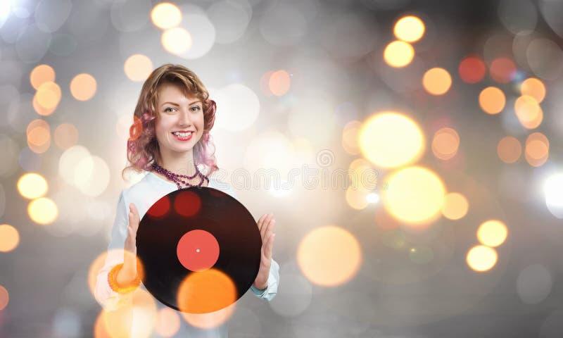 Kvinna med diskoplattan arkivbilder