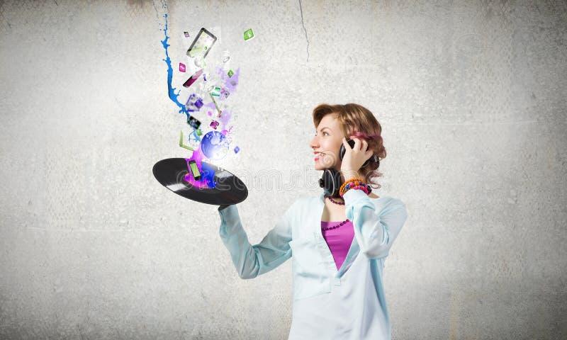 Kvinna med diskoplattan arkivfoto