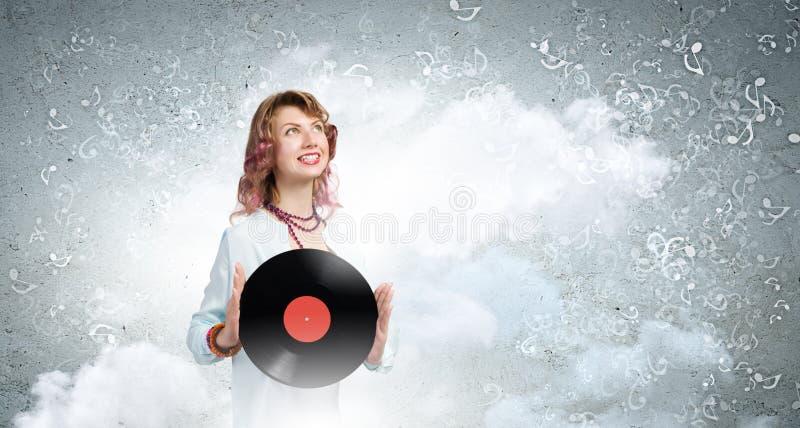 Kvinna med diskoplattan royaltyfria bilder