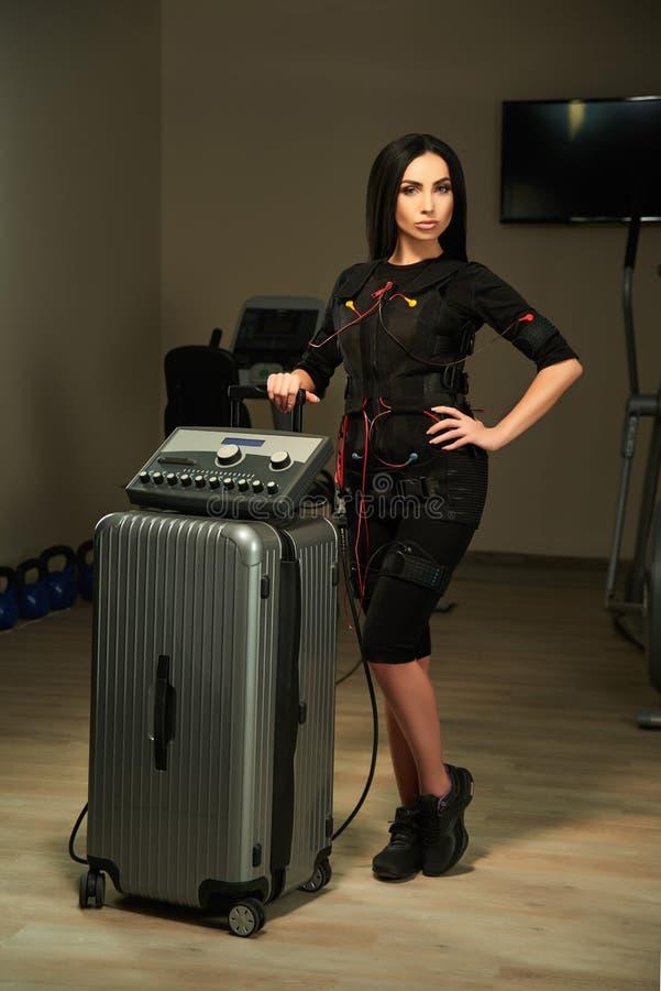 Kvinna med EMS-stationen arkivfoton