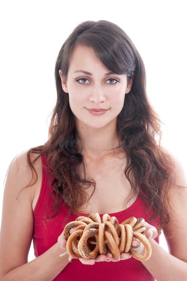 Kvinna med en grupp av baglar royaltyfri foto