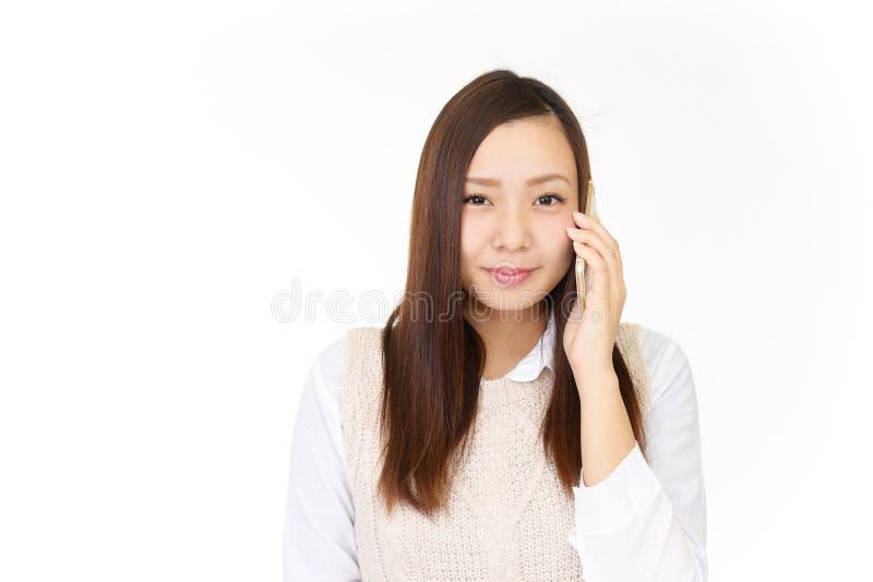Kvinna med en smart telefon royaltyfri bild