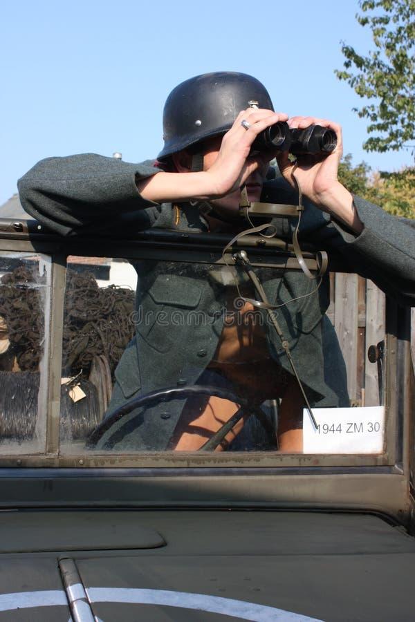 Download Kvinna Med Ett Gammalt Armémedel Fotografering för Bildbyråer - Bild av slagsmål, strid: 37345403