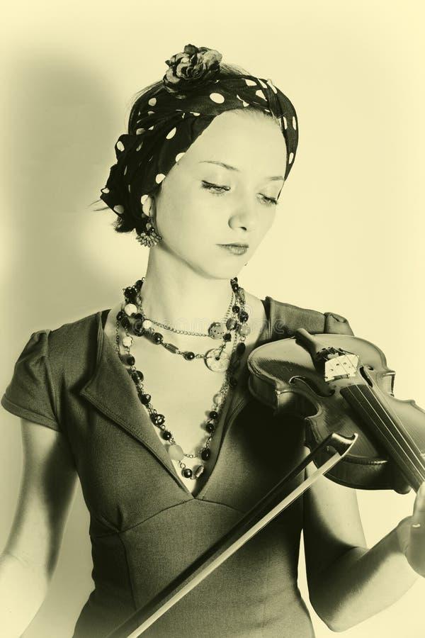 Kvinna med fiolen arkivbild