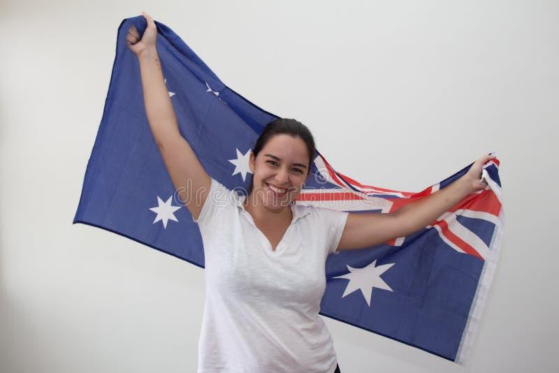 Kvinna med flaggan i den vita bakgrunden royaltyfri bild