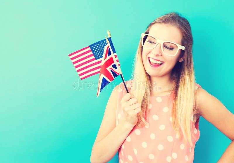 Kvinna med flaggor av engelska - talande länder fotografering för bildbyråer