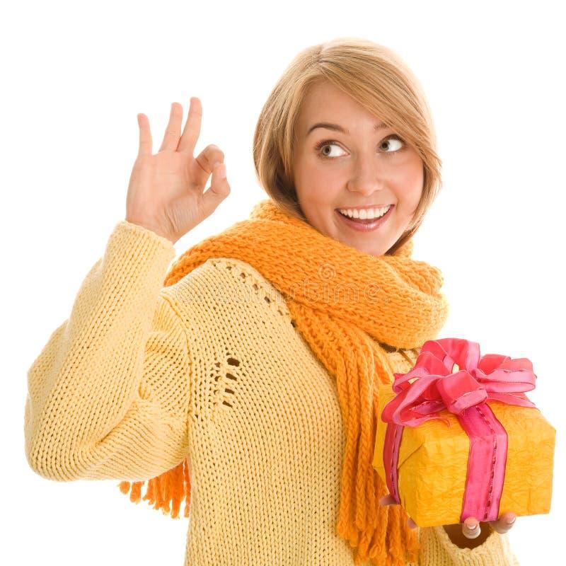 Kvinna med gåvan arkivfoto