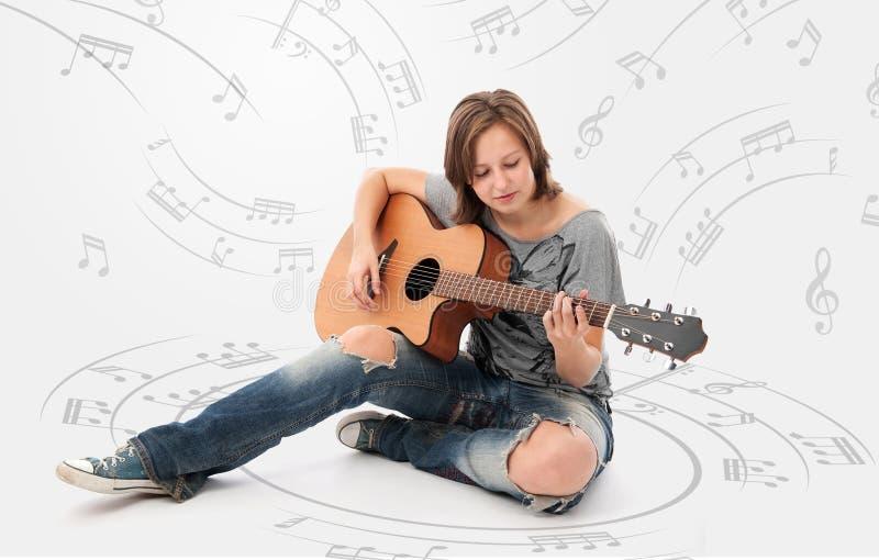 Kvinna med gitarren arkivbild