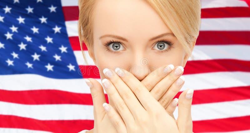Kvinna med händer över mun arkivfoton