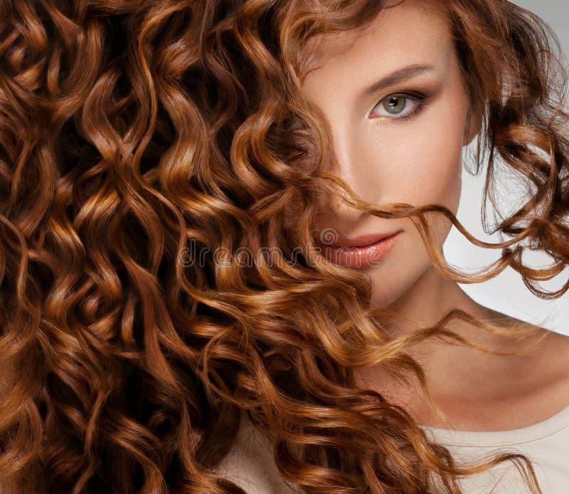 Kvinna med härligt hår royaltyfria foton