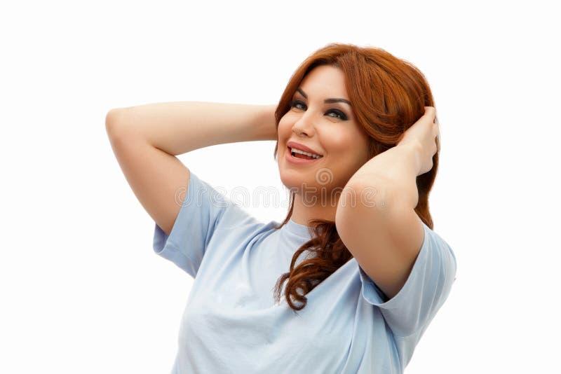 Kvinna med h?rligt h?r efter injektioner av hyaluronic syra och Botox p? vit isolerad bakgrund royaltyfri fotografi