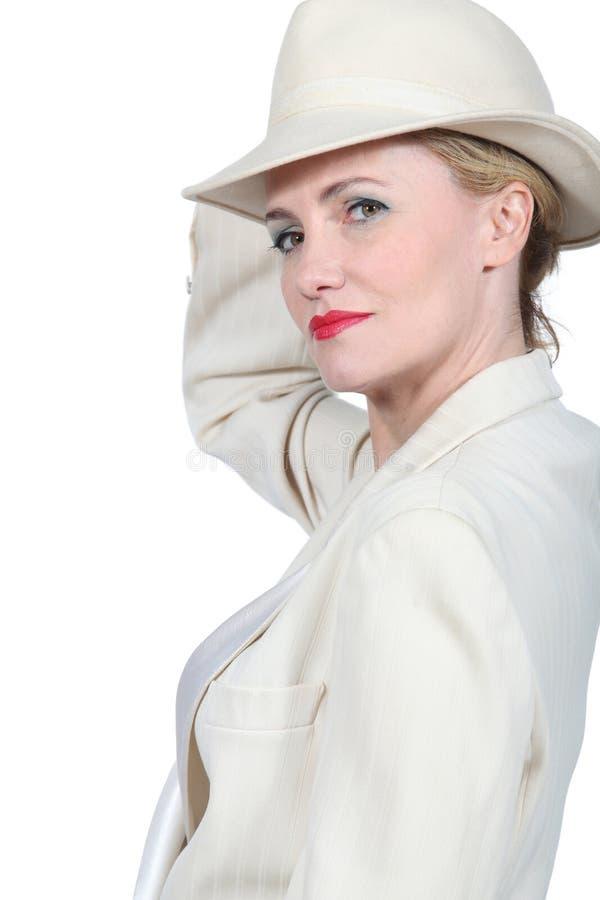 Kvinna med hatten arkivfoto