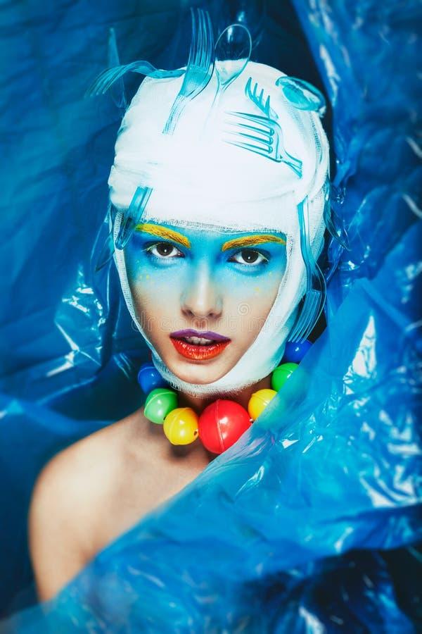 Kvinna med idérik makeup för popkonst royaltyfri bild