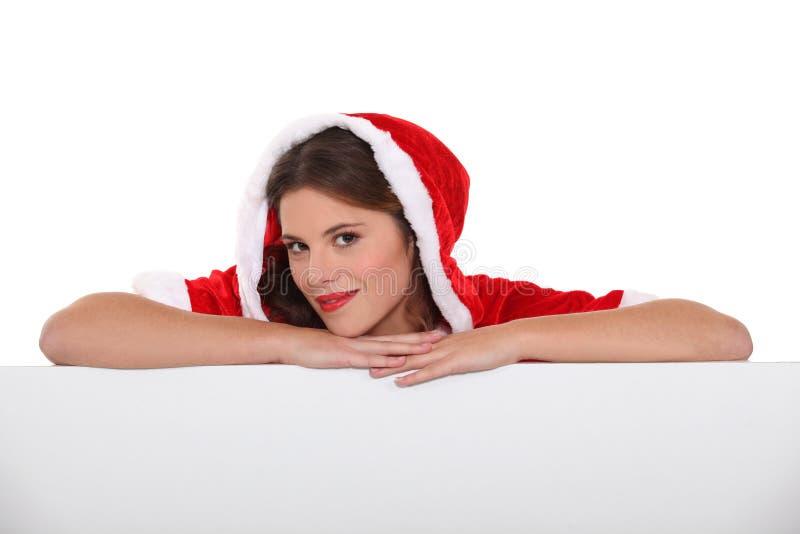 Kvinna med juldräkten royaltyfria bilder