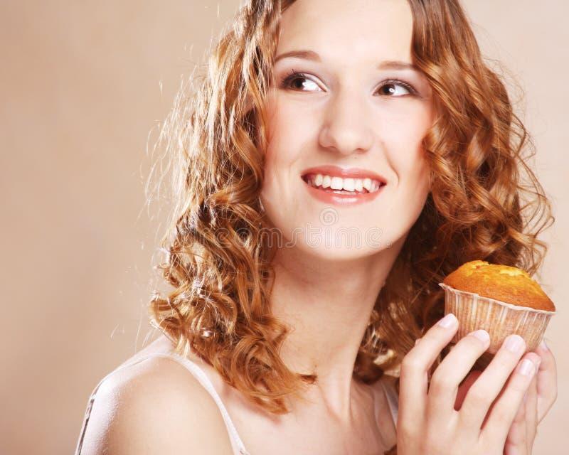 Download Kvinna med kakan arkivfoto. Bild av vitt, hälsa, barn - 37348530