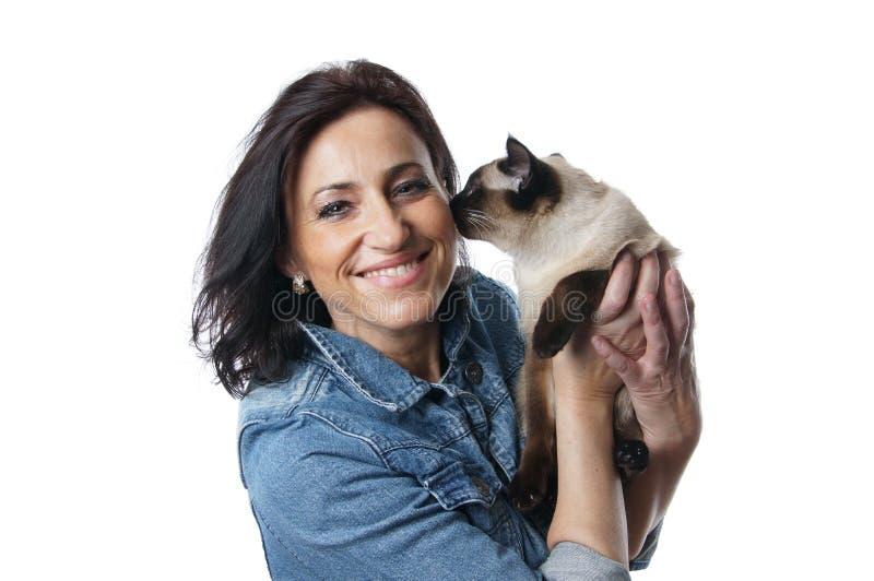 Kvinna med katten fotografering för bildbyråer