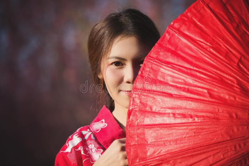 Kvinna med kimonoen arkivfoto