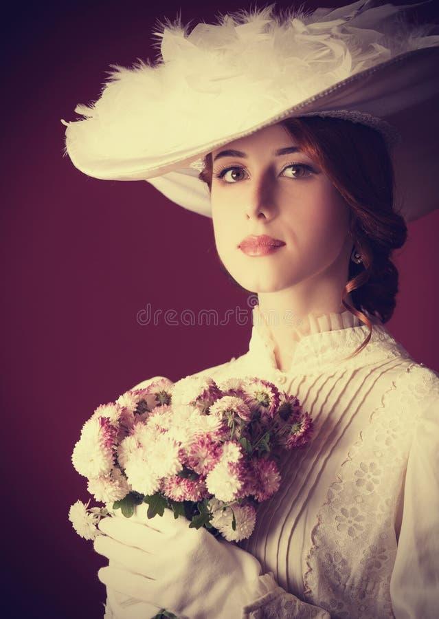 Kvinna med kopp te royaltyfri bild