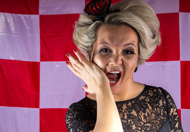 Kvinna med kronan i hysteriker royaltyfri fotografi