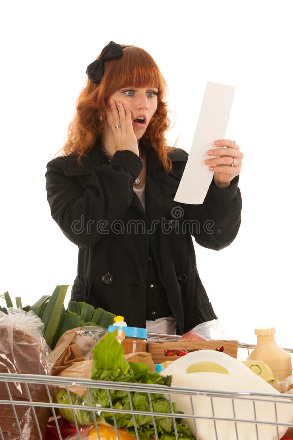 Kvinna med livsmedelsbutiken för mejeri för shoppingvagn den fulla arkivfoton