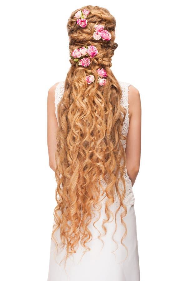 Kvinna med lockigt långt hår royaltyfri foto