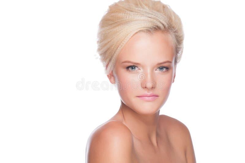 Kvinna med makeup och frisyren arkivbilder