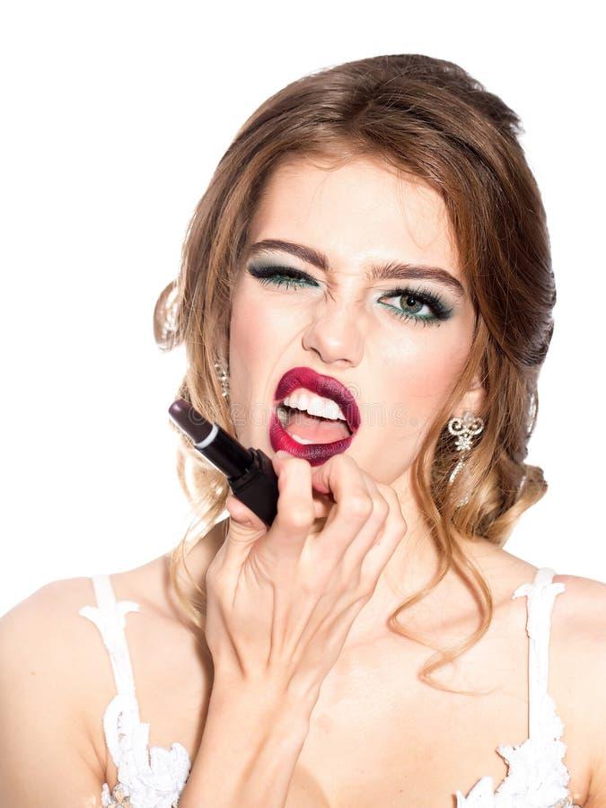 Kvinna med makeupläppstift arkivfoto
