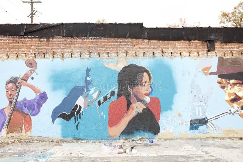 Kvinna med mikrofonmålning, Memphis, Tennessee arkivbild