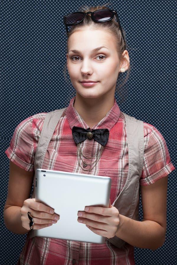 Kvinna med minnestavlaPC fotografering för bildbyråer