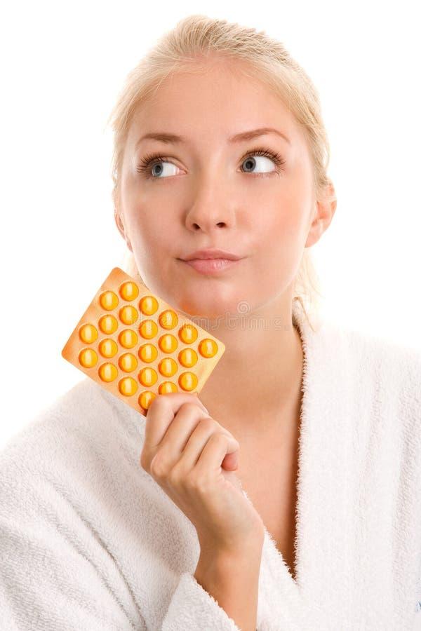 Kvinna med preventivpillerar royaltyfri foto