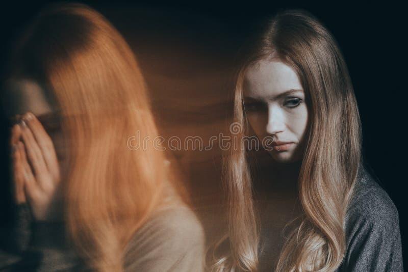 Kvinna med psykisk störning royaltyfri foto