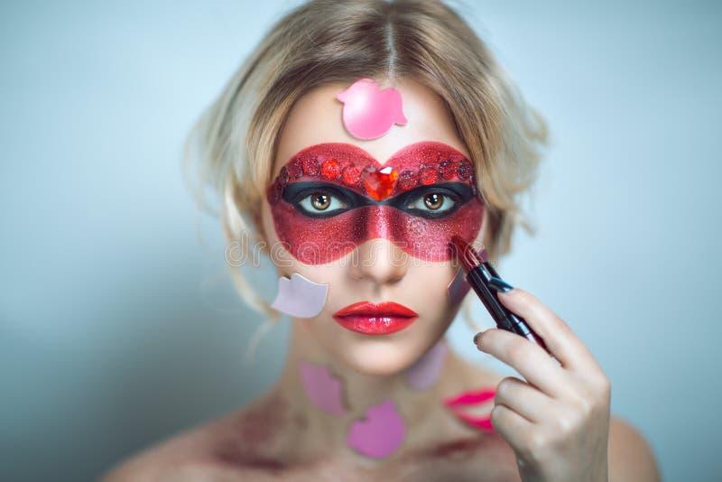 Kvinna med röd läppstift royaltyfri fotografi
