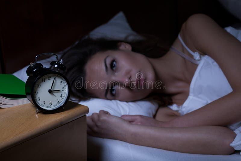 Kvinna med sömnlöshet fotografering för bildbyråer