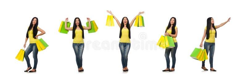 Kvinna med shoppingp?sar som isoleras p? vit arkivbild