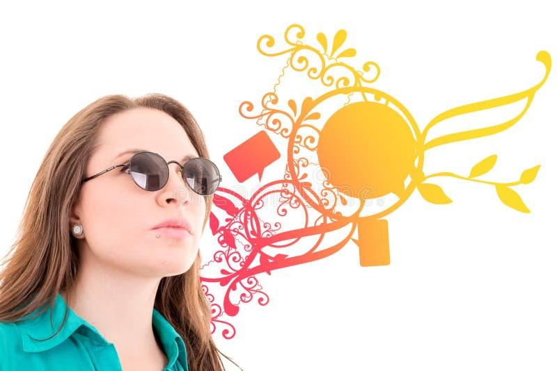 Download Kvinna Med Solglasögon, Färgbakgrundsdesign Arkivfoto - Bild av damunderkläder, folk: 37349730