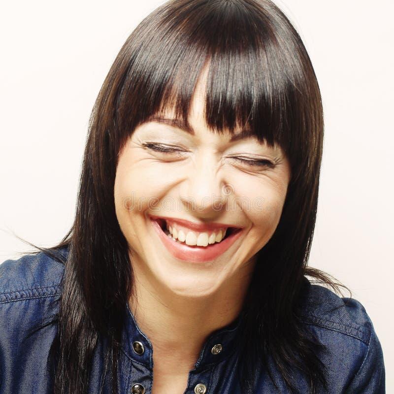Kvinna med stort lyckligt leende royaltyfri bild