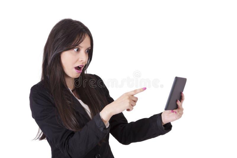 Kvinna med tableten arkivbild
