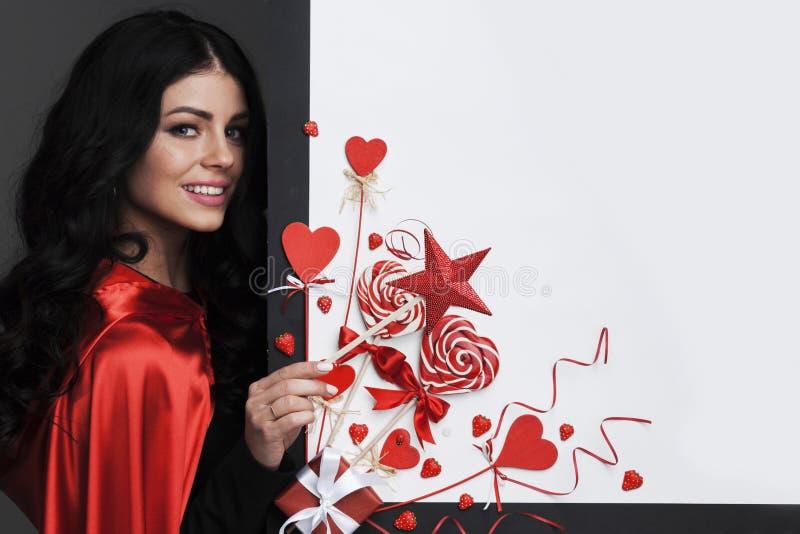 Kvinna med trollspöet, valentindag royaltyfri foto