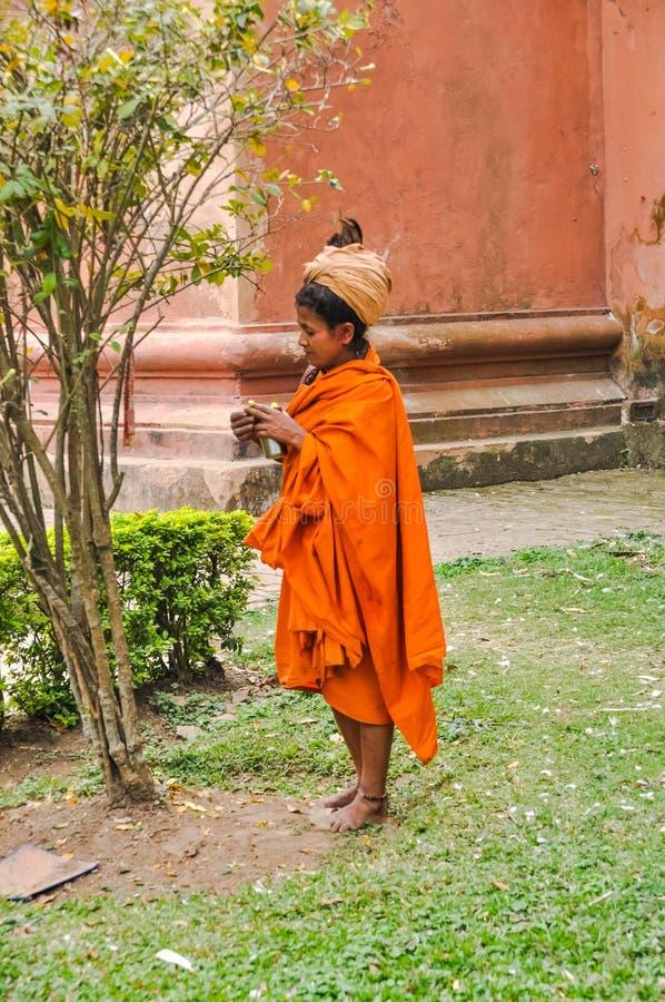Kvinna med turbanen i Assam royaltyfri bild