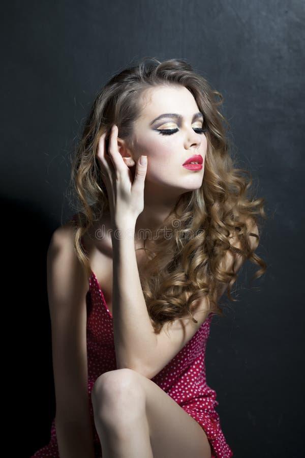 Kvinna med ultra ljus makeup royaltyfria foton