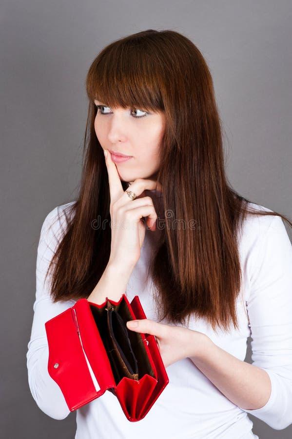 kvinna mycket tanke som rymmer en handväska royaltyfria foton