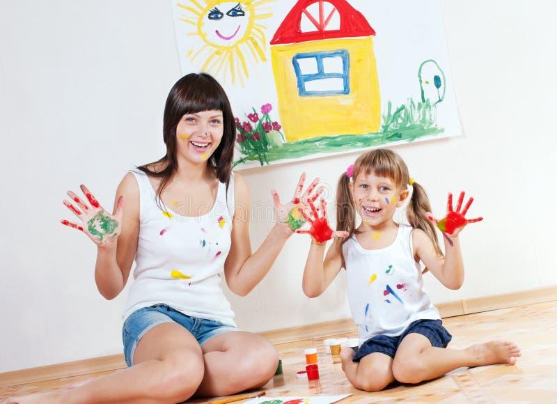 Kvinna- och barnmålarfärgfärger royaltyfria foton