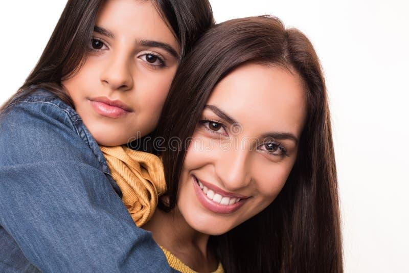 Kvinna och liten flicka royaltyfri foto