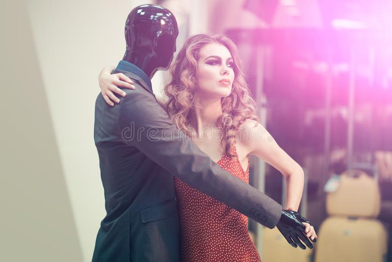 Kvinna och manlig skyltdocka fotografering för bildbyråer