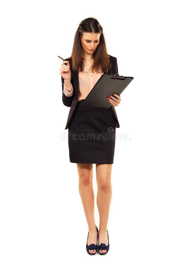 Kvinna på arbete med kontrollistan royaltyfri foto