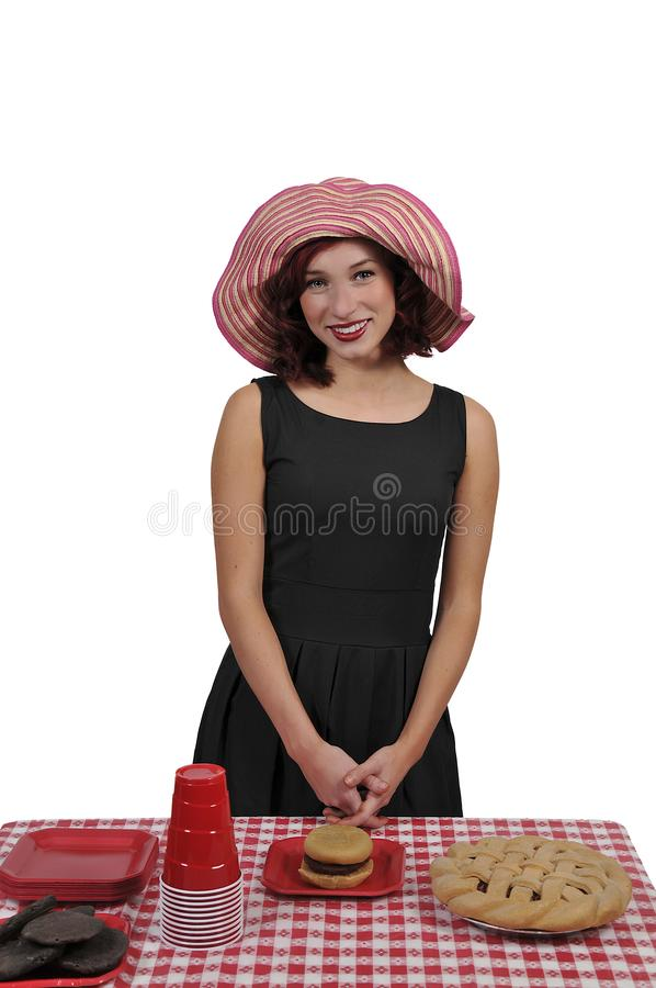 Kvinna på en picknick royaltyfri bild