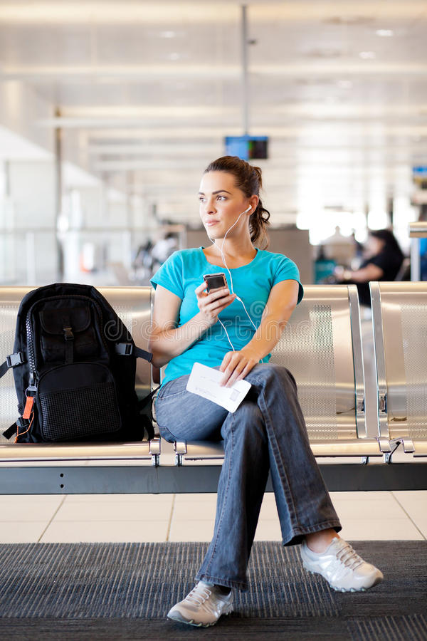 Kvinna på flygplatsen royaltyfria foton